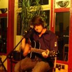 Tim gibt einen Live-Auftritt