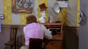 Jeweils nur eine Hälfte, im Büro von Willy Wonka
