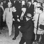 Nachtclub besitzer Jack Ruby erschießt Oswald