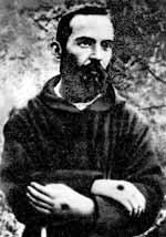 Pater Pio als Jugendlicher mit seinen Brandmale an den Händen