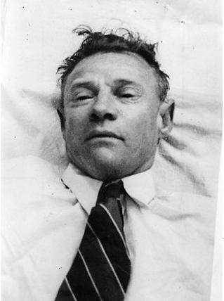 Bild des unbekannten Toten , der am Morgen des 1. Dezember 1948 am Somerton Beach in Adelaide gefunden wurde.