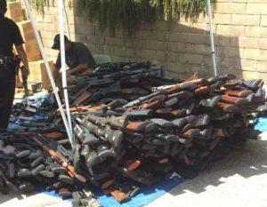Das Waffenarsenal von Lash umfasst etwa 1200 Waffen